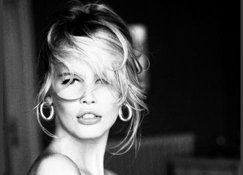 传奇超模希弗转型策展人,将在德国举办1990年代时尚摄影回顾展