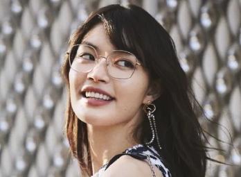 <b>日本眼镜JINS开年新品 舒适忘不了</b>