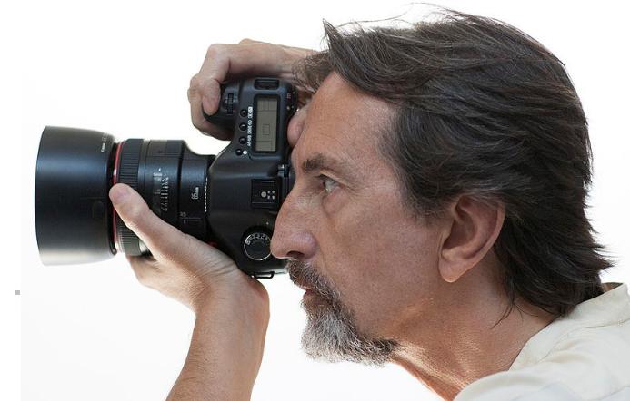 意大利著名时尚摄影师Giovanni Gastel因新冠并发症去世,享年65岁