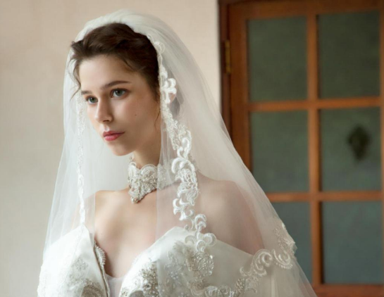 印尼高定婚纱品牌Yuanita Christiani 「唯爱颂歌」唱
