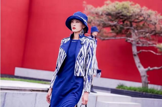 国风时尚闪耀梦想T台――北京时装周擎起文化自信大旗