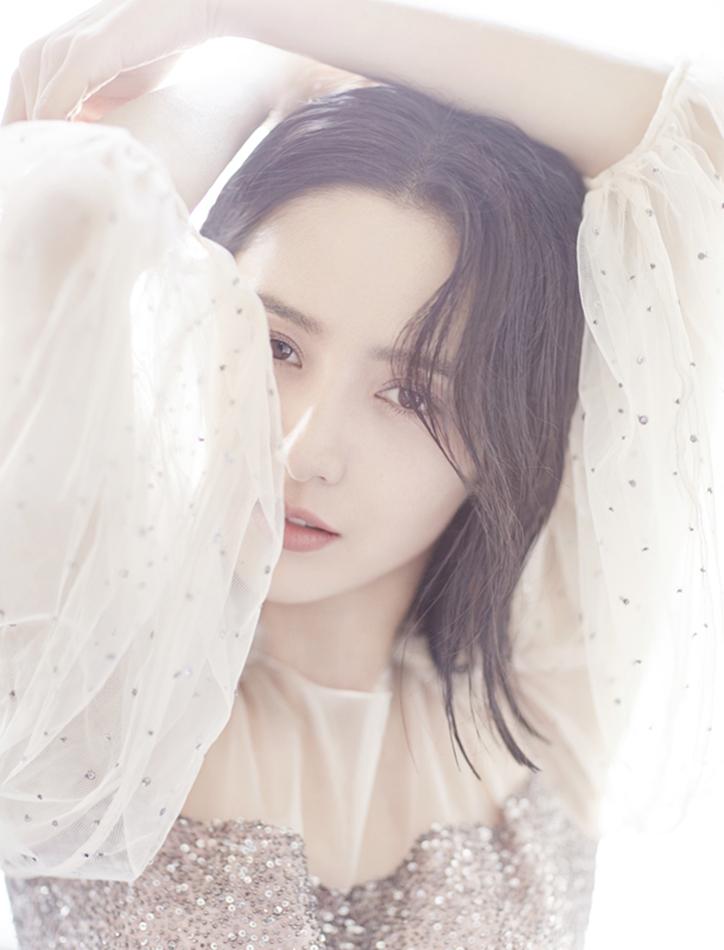 佟丽娅登时尚杂志封面 灵动梦幻