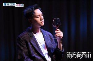 <b>《南方有乔木》拍摄宣传片 陈伟霆展熟男魅力</b>