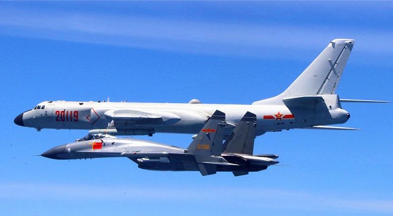 空军驻福建某基地作战指挥中心见证空军绕岛巡航