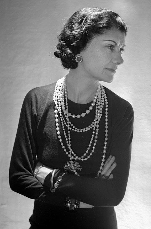 Chanel佩戴珍珠项链 图片来自品牌