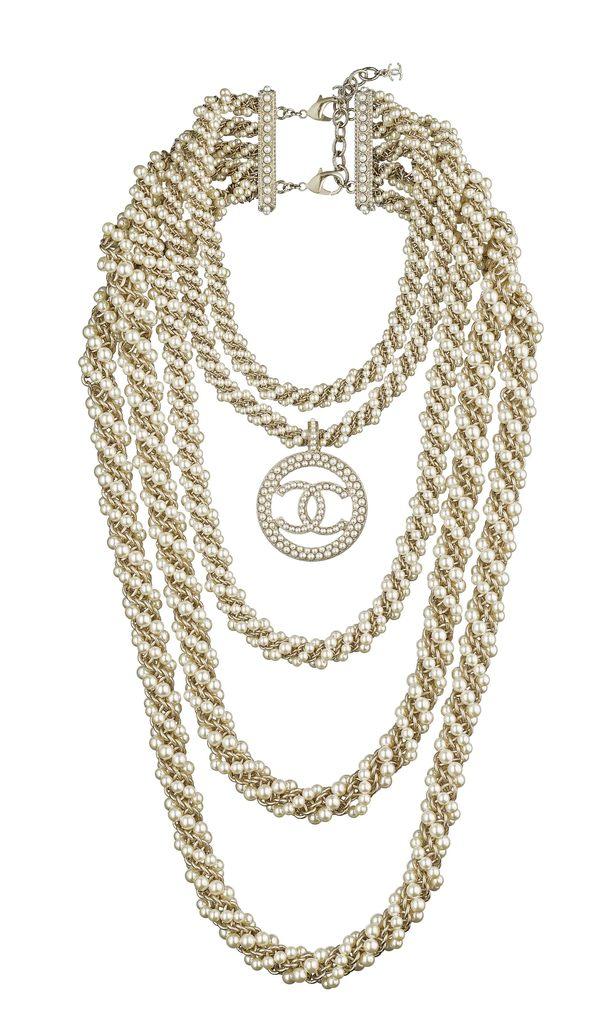 她也是人造珠宝时尚化的创新者 图片来自品牌