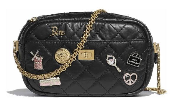 Chanel羊毛呢手风琴包 官网价格28500RMB 图片来自品牌
