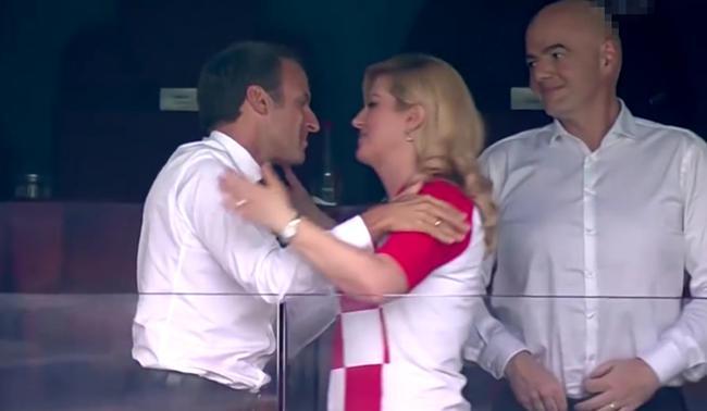 两国总统马克龙和基塔诺维奇赛后拥抱