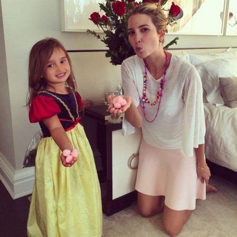 图:伊万卡和女儿.jpg