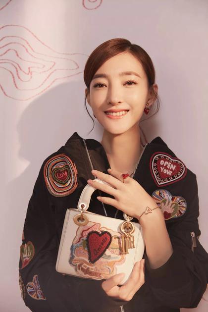 王丽坤演绎 Dior七夕情人节限量款手袋