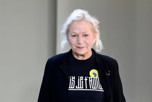 年逾古稀依然干劲十足!法国时尚设计大师 Agnès b. 要开更大的