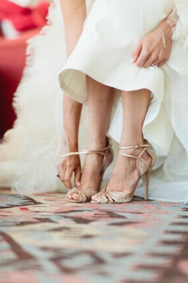 小众婚鞋不输大牌  图片源自stylemepretty. com