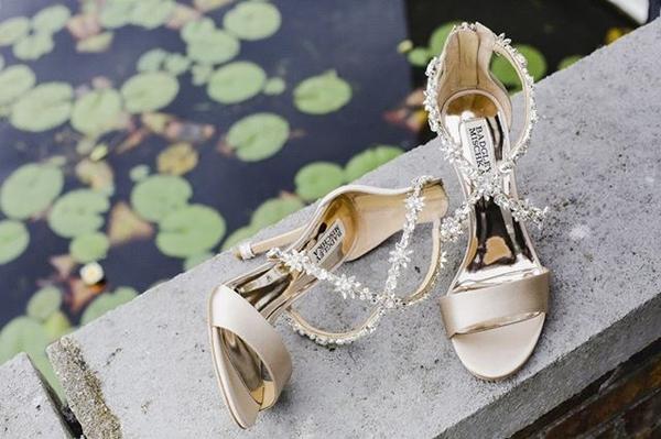 小众婚鞋品牌Badgley Mischka  图片源自品牌官方ins