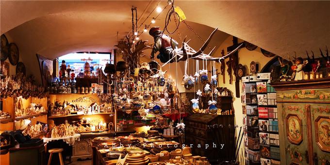 莫扎特出生地的粮食胡同,每家店的招牌都堪称艺术品