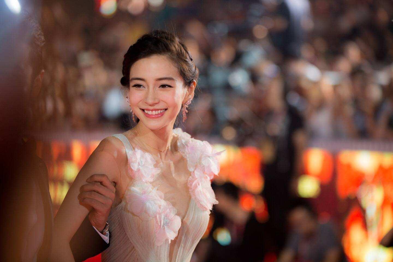 杨颖不再是神仙颜值,上节目脸部出现凹痕,网友调侃:后遗症?