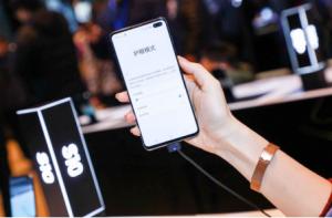 体验未来感屏幕 三星Galaxy S10视觉效果一流