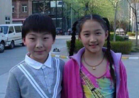 同是一个妈妈所生,关晓彤与姐姐关晓丹差距很大,确定是亲姐妹?
