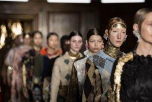 英国时装协会与海外版抖音 Tiktok 合作开展设计师人才甄选计划