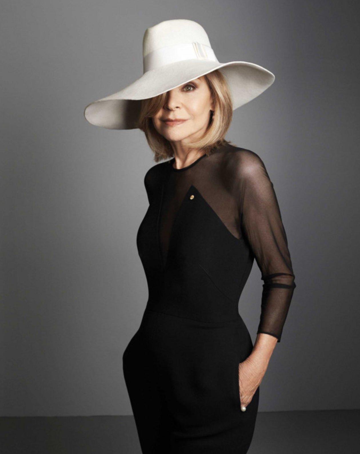 《【摩鑫平台网址】澳大利亚时尚先驱、著名时装设计师Carla Zampatti 去世,享年78岁》