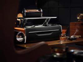 驾乘之外 醉心臻物 劳斯莱斯汽车发布全新Bespoke高级定制威士忌酒柜及雪茄箱